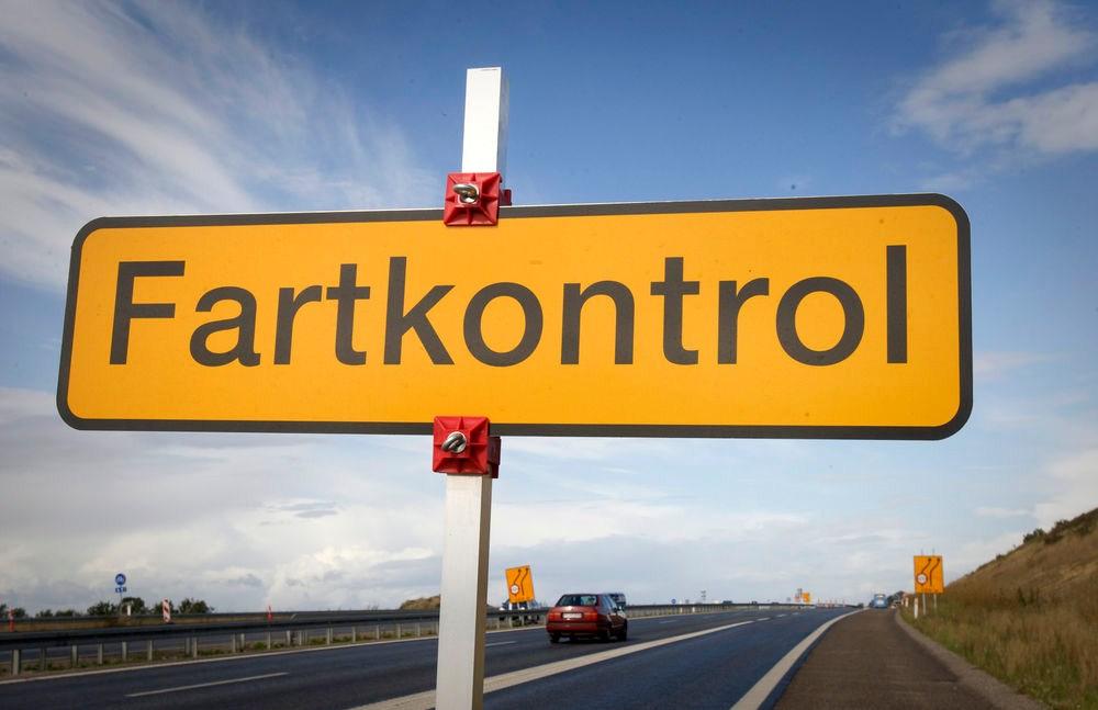funny-road-sign-in-sweden
